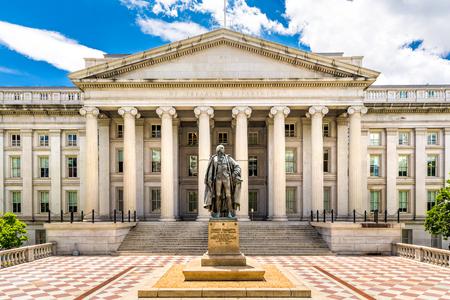 The Treasury Building in Washington DC Dit openbare gebouw is een Nationaal Historisch Oriëntatiepunt en het hoofdkantoor van het Amerikaanse ministerie van de Schatkist Stockfoto - 81707317