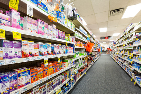 CHATHAM, NJ, UNITED STATES - JULY 31, 2014: Aisle in a CVS pharmacy.  CVS is the second largest pharmacy chain in the United States with more than 7,600 stores and ranked as the 13th largest company in the world in 2013 新聞圖片
