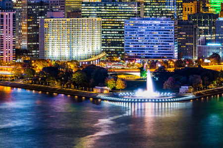 city park skyline: Pittsburgh, Pennsylvania cityscape with the iconic illuminated water fountain landmark from Point State Park Stock Photo