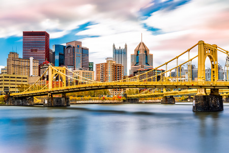 Rachel Carson Bridge (aka Ninth Street Bridge) spans Allegheny river in Pittsburgh, Pennsylvania Reklamní fotografie