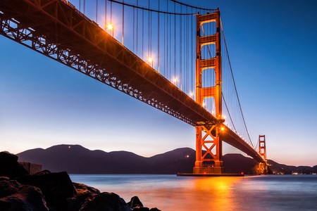 View from under Golden Gate Bridge in San Francisco at dusk Stockfoto