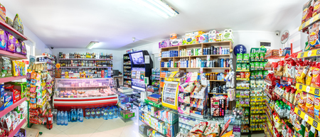 MAMAIA, ROMANIA - MAY 28, 2018: Mini market indoor panorama in a popular camping. The shelves display a variety of goods useful to Black Sea resort tourists. Banque d'images - 108349879