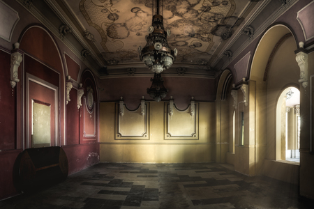 Interior of an abandoned casino. Sunlight shines through the windows and lights the darkness. Banque d'images - 108371440