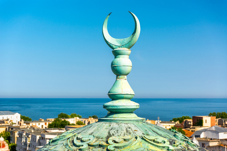Crescent moon steeple on top of the Grand Mosque, in Constanta, Romania. Symbol for the Ottomans it also became the symbol for Muslims in general. Banque d'images - 108371443