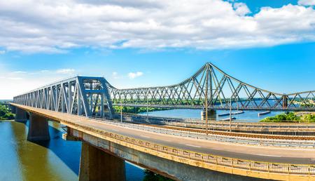 New and old Cernavoda bridges span the Danube. Banque d'images - 108371752