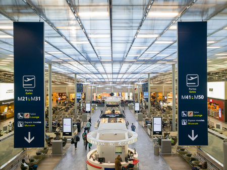 ROISSY, FRANCE - MAY 22, 2018: Charles de Gaulle Paris airport terminal. CDG is the largest international airport in France and second largest in Europe. Banque d'images - 108349896