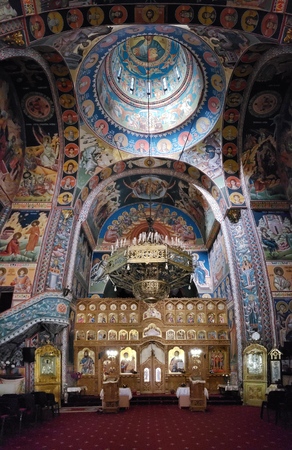 CONSTANTA, ROMANIA - May 23, 2018: Interior of the Church of Holy Archangels Michael and Gabriel. The fresco was made between 1951-1961 by professor painter Constantin Ioanid. Banque d'images - 108349900