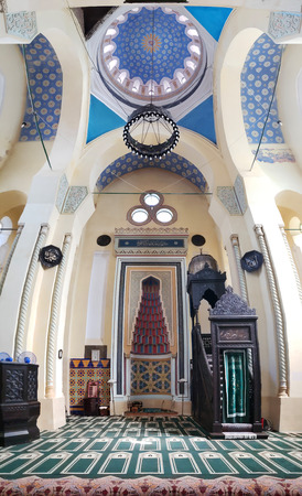 CONSTANTA, ROMANIA - MAY 24, 2018: Grand Mosque vertical panorama. The mosque is referred to by Constantas Islamic community as the Kings Mosque Banque d'images - 108349902