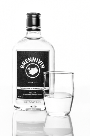 ROCKAWAY, NEW JERSEY - SEPTEMBER 18, 2018: Bottle of Brennivin with shot glass. Brennivin is a clear, unsweetened schnapps that is considered to be Icelands signature distilled beverage Banque d'images - 108350408