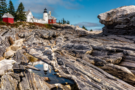 Pemaquid Point Light. The Pemaquid Point Light is a historic US lighthouse located in Bristol, Lincoln County, Maine, at the tip of the Pemaquid Neck. 版權商用圖片