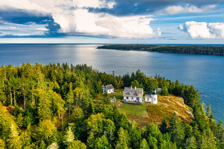 Aerial view of Bear Island Lighhouse. Bear Island and the Bear Island Lighthouse are located in the community of Cranberry Isles, in Acadia National Park, Maine. Banque d'images - 115066724