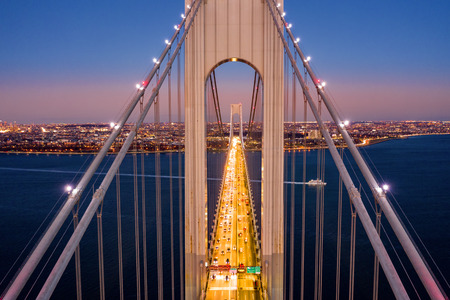 Aerial view of the evening rush hour traffic on Verrazzano Narrows Bridge, as viewed from Staten Island, NY Banque d'images - 115066767