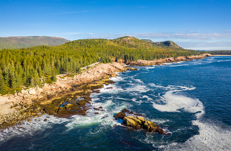 Aerial view of Acadia shore in Maine on a sunny morning with waves crashing on rocky cliffs Banque d'images - 115066773