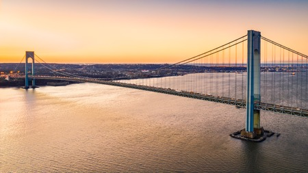 Aerial view of Verrazzano Narrows Bridge at sunset, as viewed from Brooklyn, NY Banque d'images - 115066803