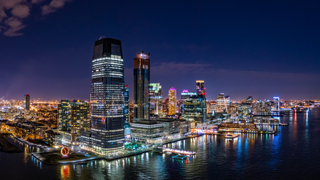 Aerial panorama of Jersey City skyline at night Banque d'images - 115066812