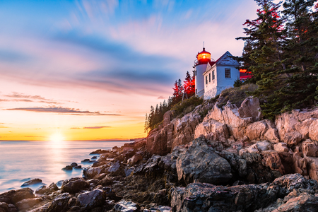 Bass Harbor Head lighthouse at sunset. Bass Harbor Head Light is a lighthouse located within Acadia National Park, Maine, marking the entrance to Bass Harbor and Blue Hill Bay Banque d'images - 115066856