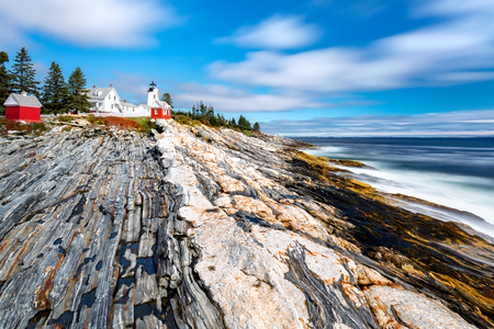 Pemaquid Point Light. The Pemaquid Point Light is a historic US lighthouse located in Bristol, Lincoln County, Maine, at the tip of the Pemaquid Neck. Banque d'images - 116139525