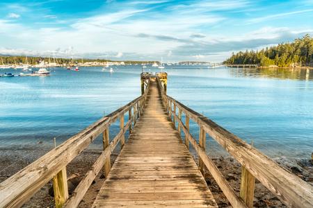 Drewniane molo w Southwest Harbor Marina, Park Narodowy Acadia, Maine