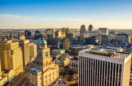 Aerial view of Newark New Jersey skyline on late sunny afternoon Banque d'images - 120564149