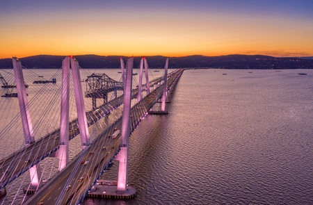 Aerial view of the New Tappan Zee Bridge, spanning Hudson River between Nyack and Tarrytown at dusk (with copy space) Banque d'images - 120564198