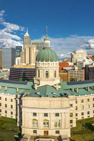 Drone view of the Indiana Statehouse, in Indianapolis. Indiana Statehouse houses the General Assembly, the office of the Governor, the Supreme Court, and other state officials. Archivio Fotografico