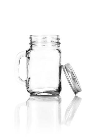 Vaciar bebedero albañil con tapa. Aislado en el fondo blanco Foto de archivo
