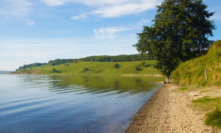 wasser: Lonely bay with green meadows and brilliant blue sky - Einsame Bucht mit gruenen Wiesen bei strahlend blauem Himmel