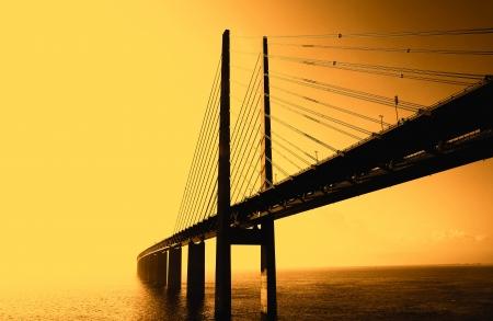 horizont: The Oresund bridge between Sweden and denmark - Die Öresundbrücke bei Gegenlicht zwischen Schweden und Dänemark   Stock Photo