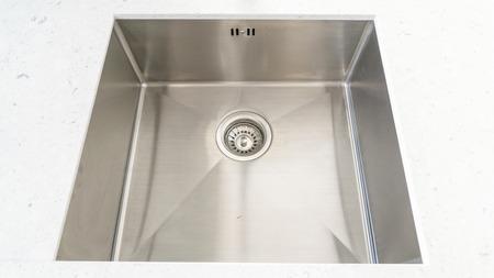 Draufsicht auf moderne Waschbecken in der Küche Zimmer