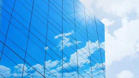 Nuvola facciata di vetro sulla costruzione moderna Archivio Fotografico - 56742884