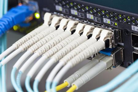 Optische vezel en SFP verbonden om over te schakelen.