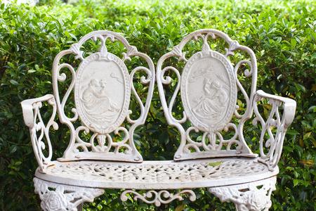 graden: English style chair in graden.