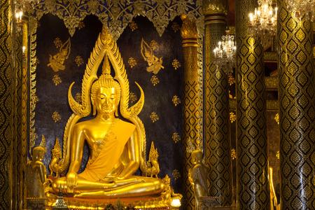 si: The most beautiful buddha sculpture in Phitsanuloke,Phra Buddha Chinnarat is the most beautiful and the large bronze buddha sculpture in Phitsanulok, Thailand Stock Photo