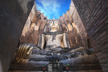Het oude standbeeld van Boedha. Sukhothai Historical Park, Sukhothai Province, Thailand