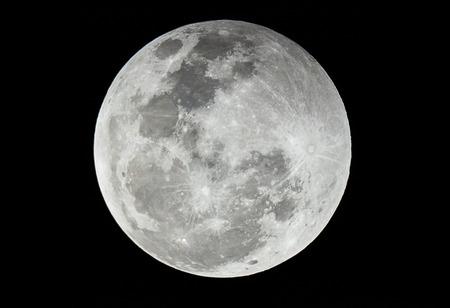 Full moon via Len 2650mm.
