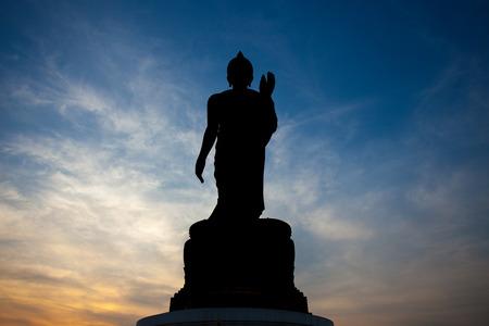 Silhouet van het standbeeld van Boedha in Phutthamonthon, Nakhon Pathom, Thailand. Stockfoto