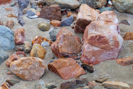 De kleur van het strand rotsen.