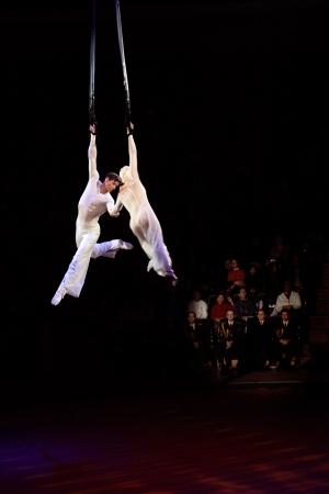 cirque: grazioso trucco aerea Editoriali