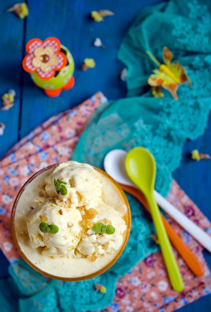 gelati: Pumpkin ice cream with mint on colorful background Stock Photo