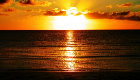 Der perfekte Moment eines Sonnenuntergangs Standard-Bild - 17338056