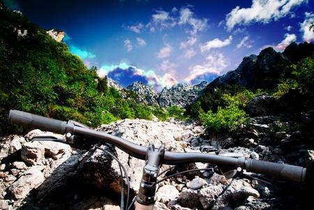 mountain bicycle: mountain bike su sfondo paesaggio