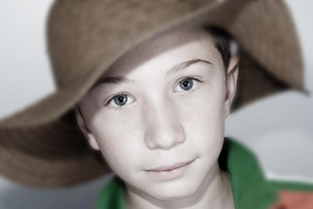 positiv: smiling caucasian child with hat