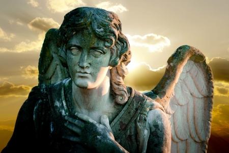 ange gardien: statue d'ange