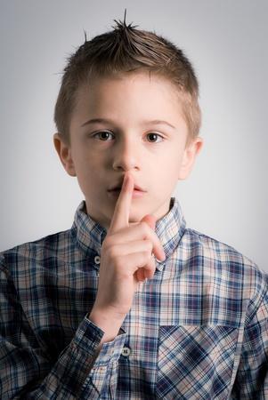 男孩沉默表達請