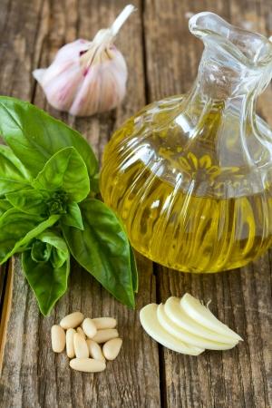 pignons de pin: ingr�dients pour la sauce pesto genovese aux pignons de pin Banque d'images
