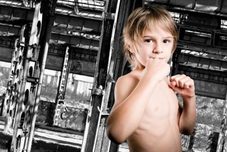 堅強的男孩 版權商用圖片