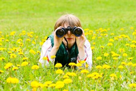 schoolkid search: joven explorador Foto de archivo