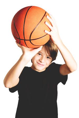 籃球的孩子隔絕在白色