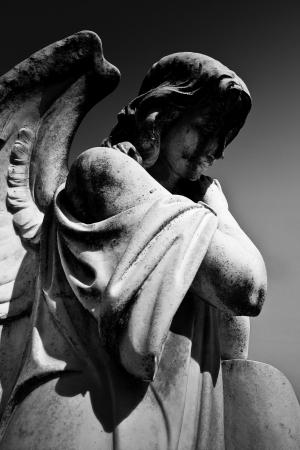 天使雕像墓碑