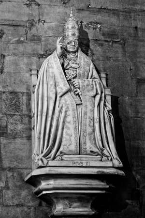pio: Duomo Milan, Pope Pio XI statue Stock Photo